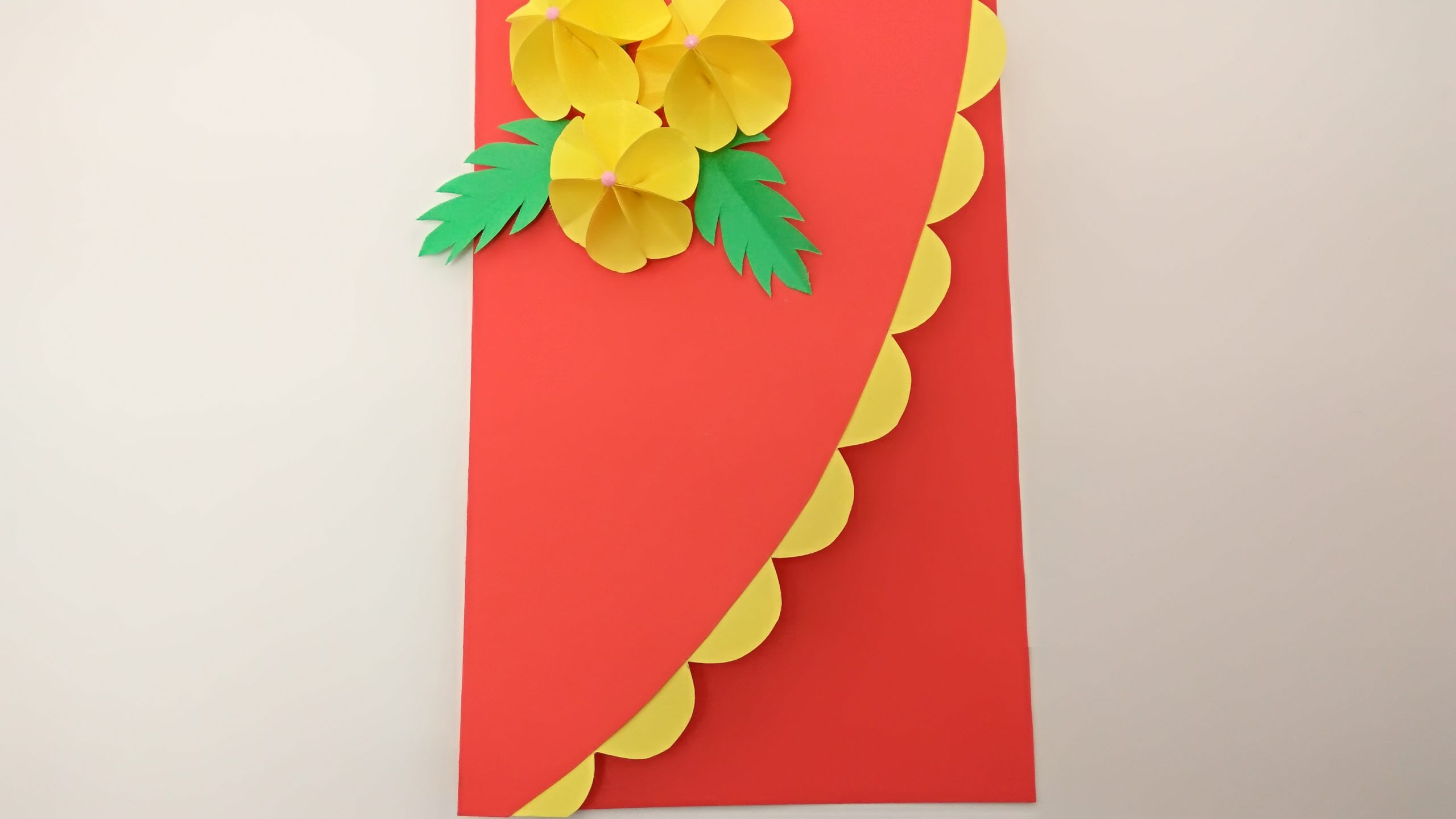 Яркая открытка из бумаги ко Дню рождения своими руками